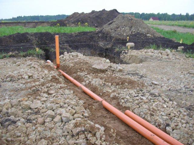 Укладка канализационной трубы