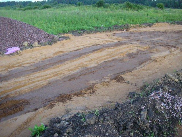 Отсыпка песком корыта дороги