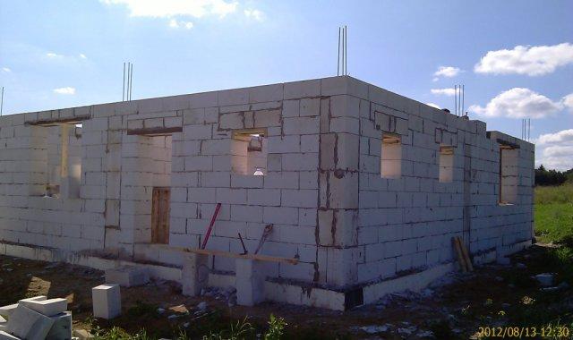 Стены первого этажа почти готовы