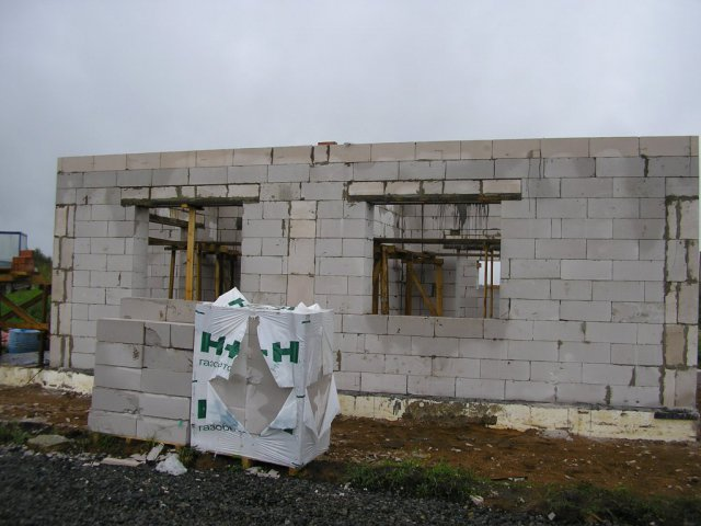 Стены первого этажа готовы