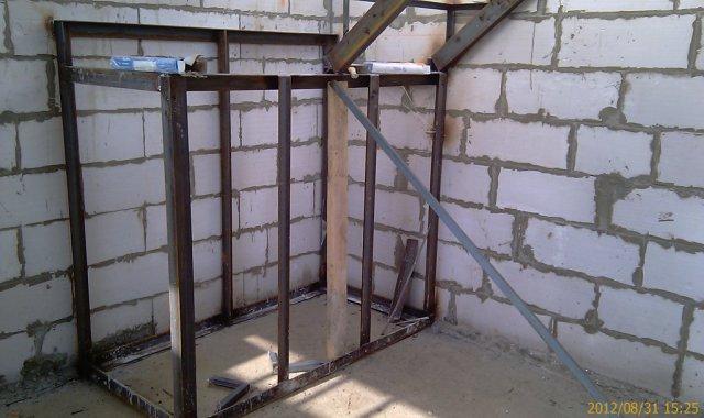 Монтаж тумбы лестницы