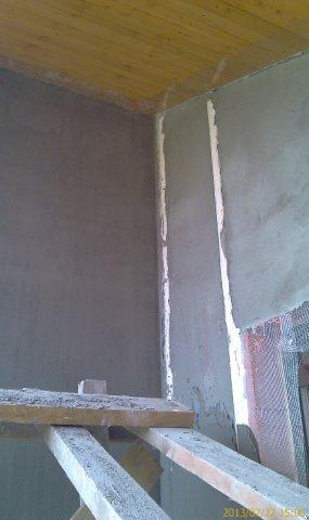 Слева - готовая стена, справа - еще нет