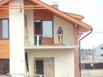 Появляется балкон
