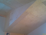 Зашивка наклонных потолков 2-го этажа фанерой