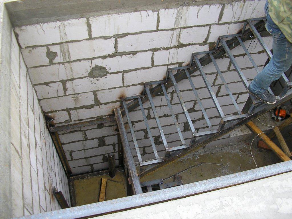 Лестница из металла и бетона своими руками 16