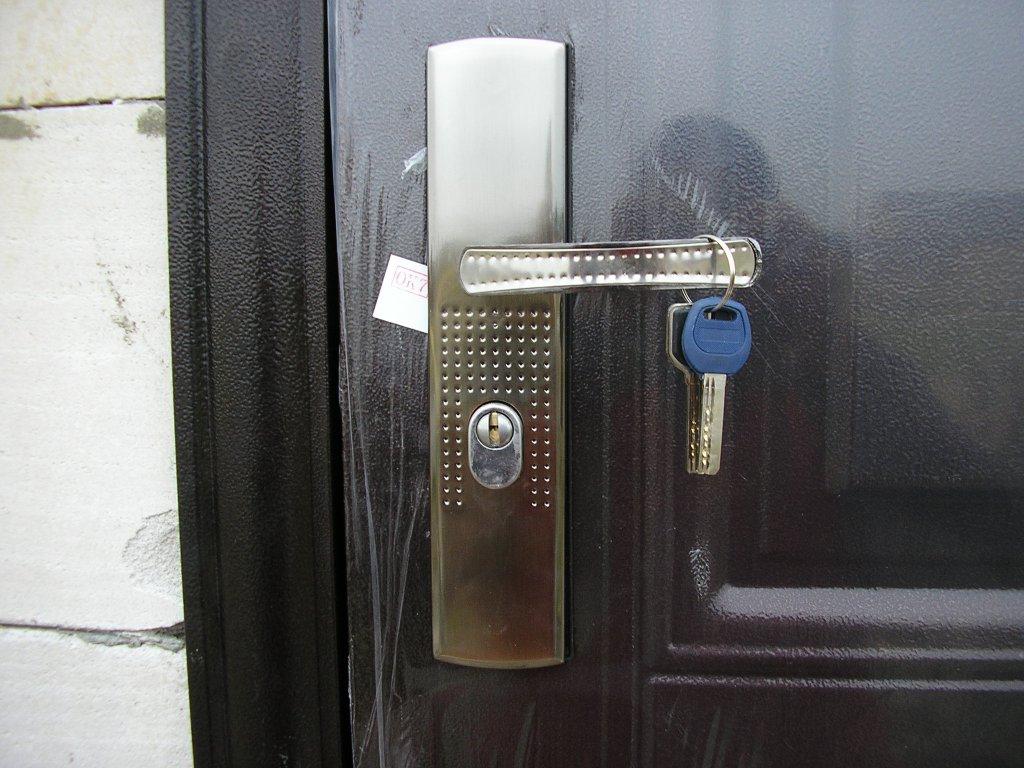 Подсветка дверного замка своими руками 55